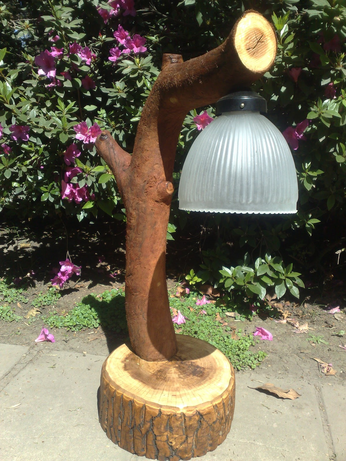 Artesania en madera rustica e iluminacion en tronco - Manualidades para casa rustica ...