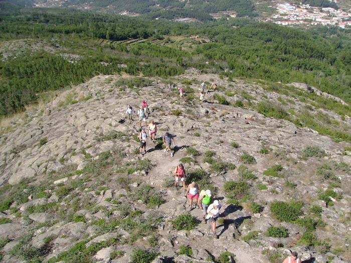A CHEGADA DOS CAMINHANTES AO PONTO MAIS ALTO DA PICOTA 774 METROS DE ALTITUDE!