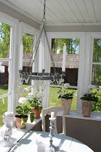 Verandan i Lillstugan, kika in genom att klicka på bilderna!