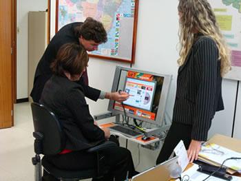 Professores em busca de informações para utilização das novas tecnologias no processo de ensino.