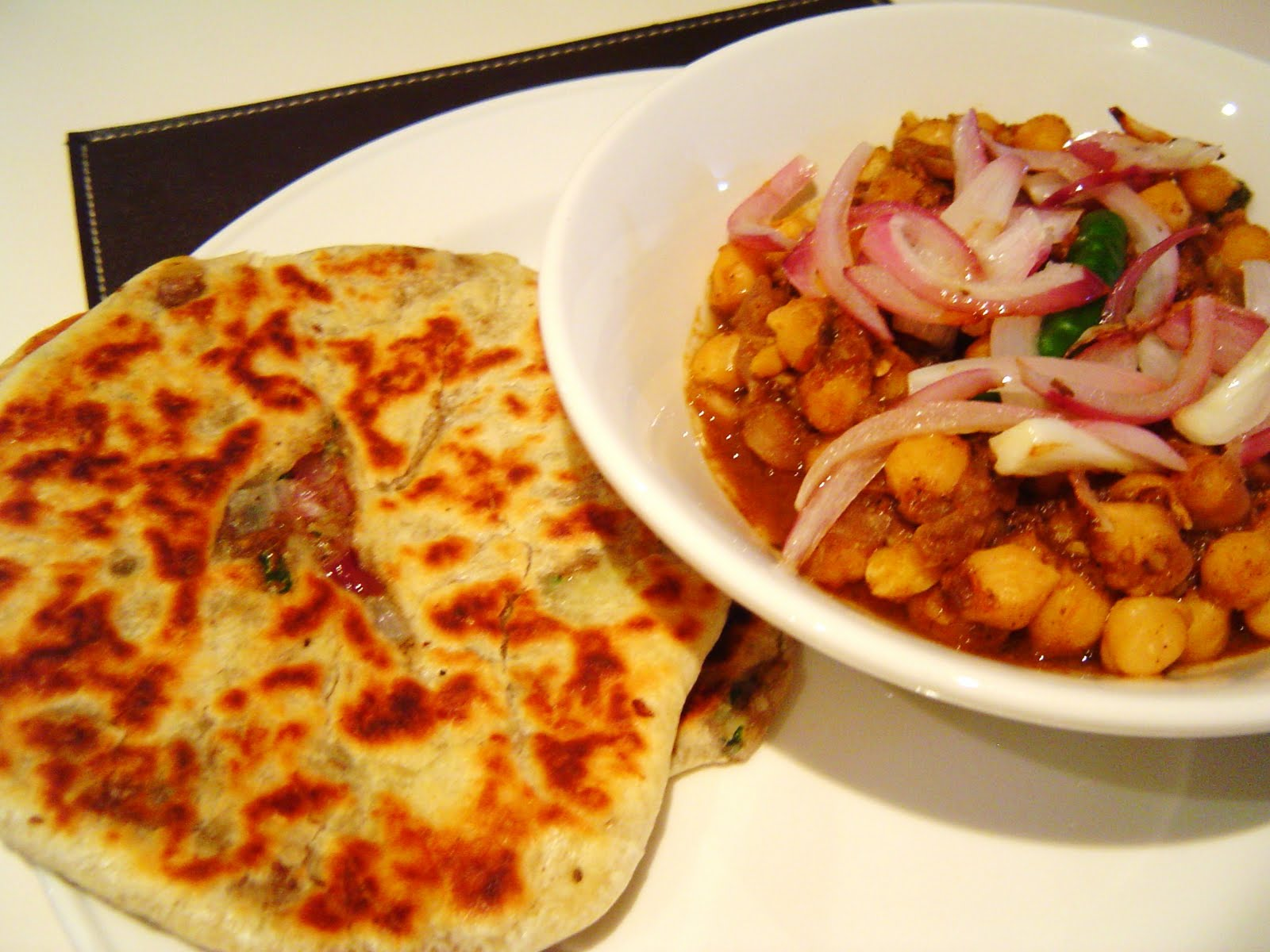 Payal 39 s cafe aaloo kulcha and chana masala for Amritsari cuisine