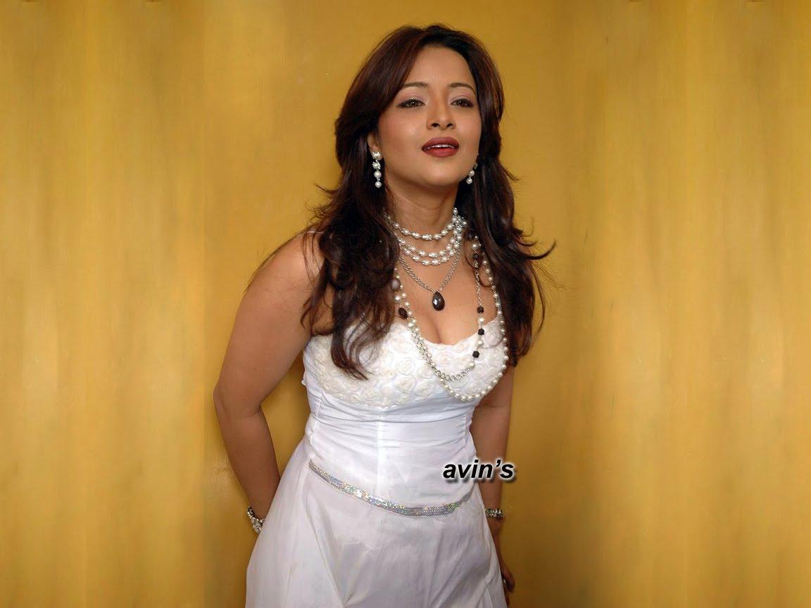 http://1.bp.blogspot.com/_nClLFOFAxw4/TNAprYCJwXI/AAAAAAAAAUw/9O0yfb84ExM/s1600/Reema_2.jpg