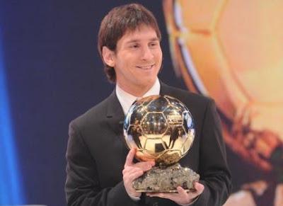 http://1.bp.blogspot.com/_nCx6IAOpAt8/TTbDRyMlcTI/AAAAAAAAABU/Bvda5PTG_iw/s1600/Messi+Ballon+d%27or.jpg