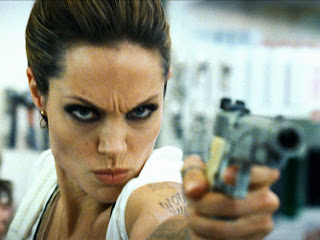 Angelina Jolie Holding Gun Wanted Movie HD Wallpaper
