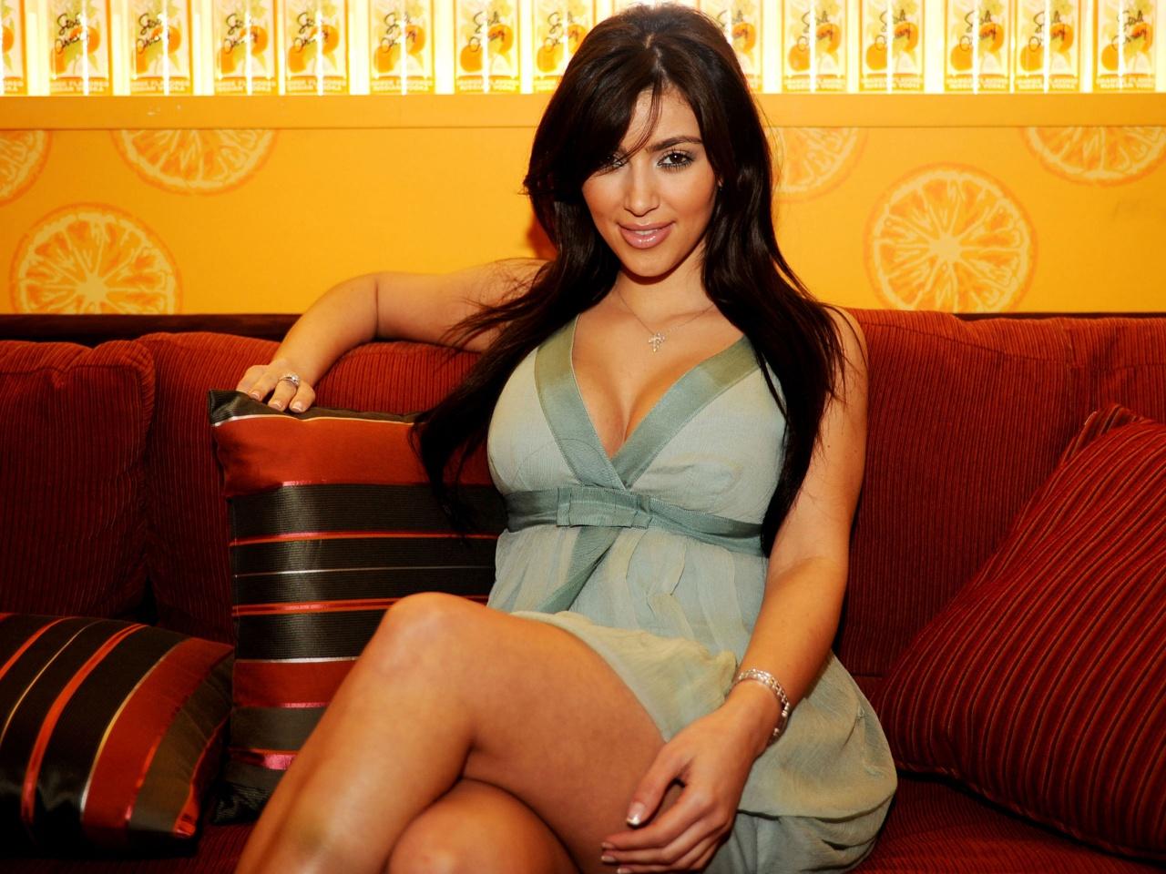 http://1.bp.blogspot.com/_nD_YgZuOadA/TKQDZ4_5muI/AAAAAAAABMA/LSH5D-gOs7Q/s1600/kim_kardashian_high_quality-1280x960.jpg