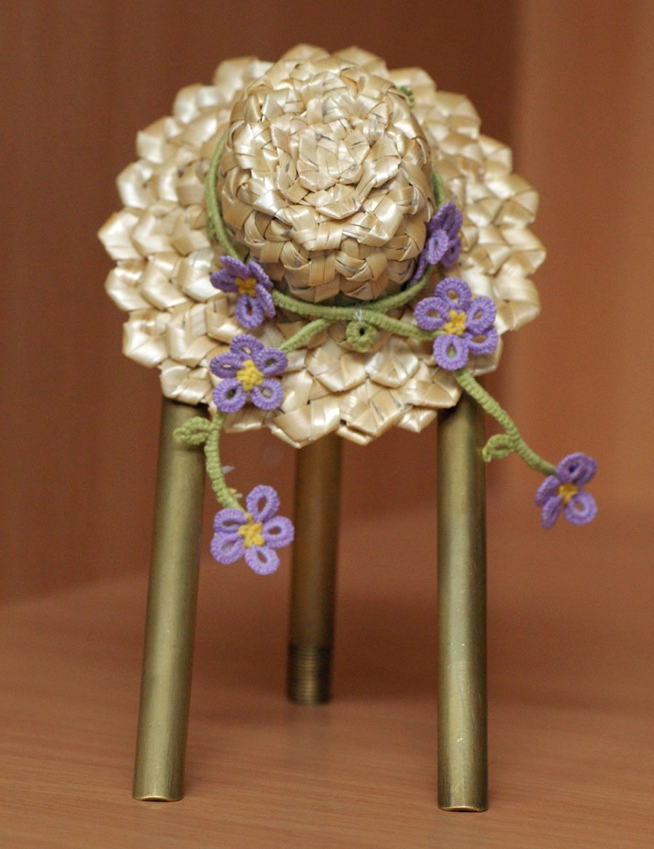 Call Design En Hatt Dekorerad Med Blommor
