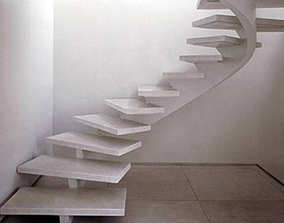 Escalera con soporte central