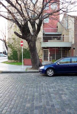 Edificio en esquina acceso