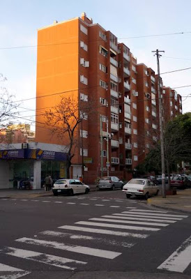 Edificio + calle