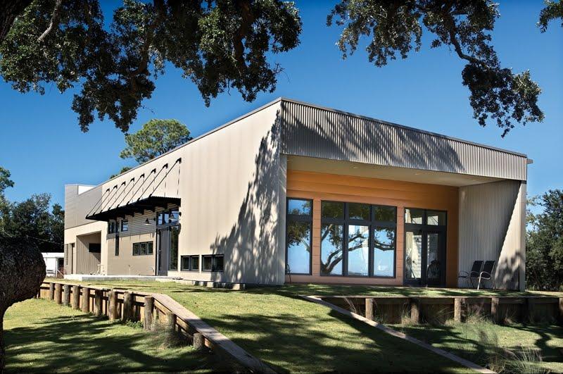 Arquitectura de casas residencia contempor nea cubierta for Modelos de casas con techos de chapas