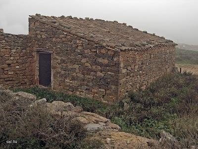 Cabaña de piedra tradicional europea
