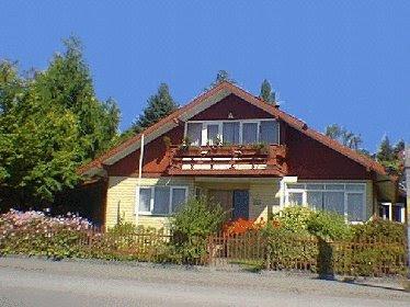 Casa residencial de techo a dos aguas tipo chalé