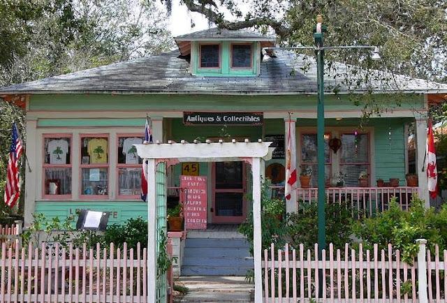Casa decorada con pintura de colores por afuera
