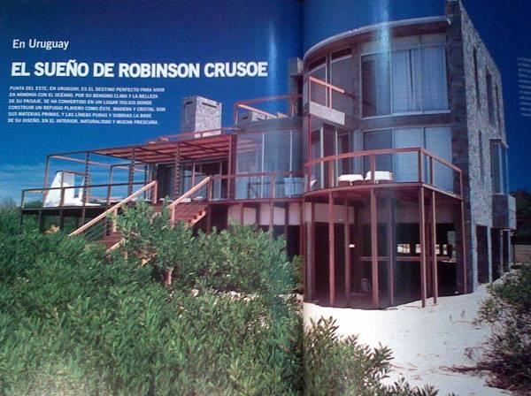 Fotografía en una revista sobre la casa de playa en Uruguay