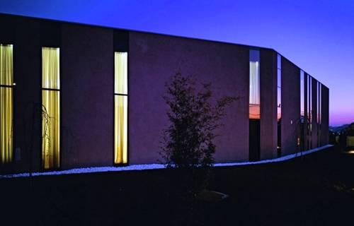 Casa moderna alargada estilo Contemporáneo en Croacia