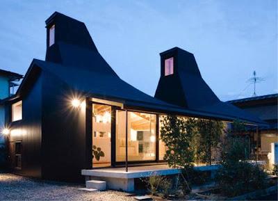 Casa moderna japonesa contemporánea de techos elevados e inspiración tradicional