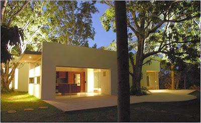 Casa moderna contemporánea construida en Bolivia año 2005