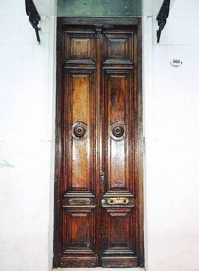 Arquitectura de casas puertas antiguas de buenos aires for Imagenes de puertas de madera antiguas