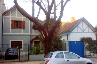 Arquitectura de casas casas pintadas en gris y azul for Casas pintadas de gris
