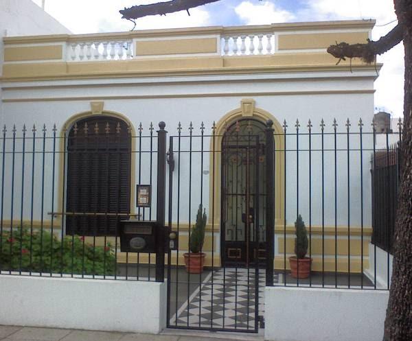 Arquitectura de casas fachada de casa chorizo de barrio for Fachadas de casas de barrio