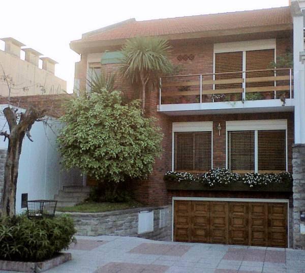 Arquitectura de casas chalet de tres niveles entre - Estilo arquitectura contemporaneo ...