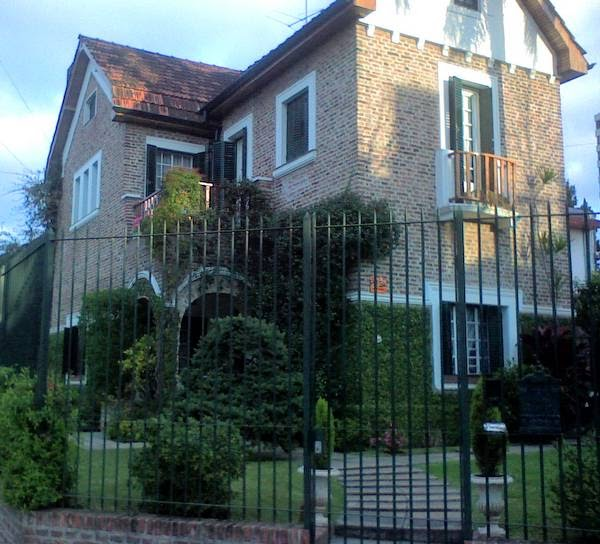 arquitectura de casas un chalet de ladrillos colorados