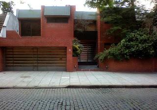 Frente de una residencia privada en Villa Devoto