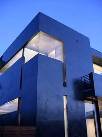 Perspectiva de casa negra contemporánea en Venice