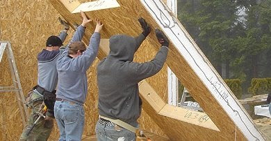 Casa industrializada en construcción con paneles SIP