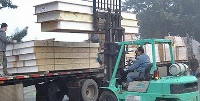 Paneles de aglomerado con núcleo de material aislante en despacho