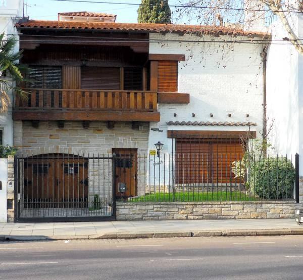 Arquitectura de casas bello chalet suizo con piedra y madera - Chalet de madera y piedra ...