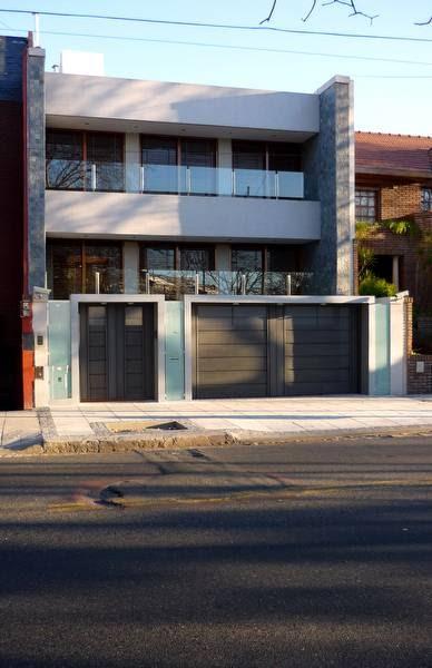 Arquitectura de casas casa de barrio entre medianeras en for Fachadas de casas de barrio