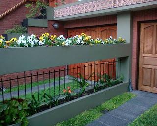 Flores en la fachada