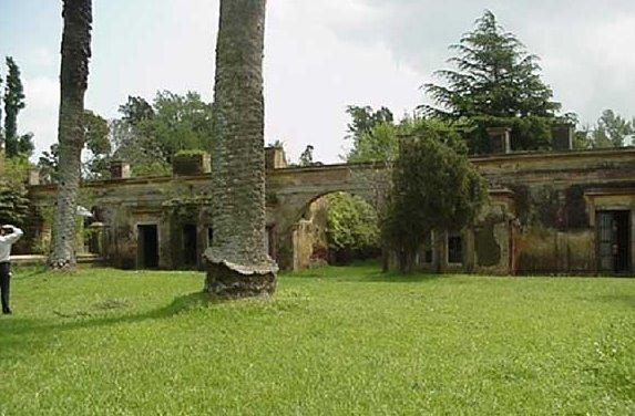 Ruinas en el casco de la Estancia La Alameda en Chascomús