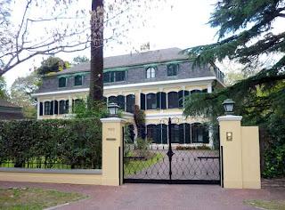 Mansión frente a Villa Ocampo