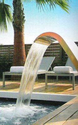 Fuente de agua en piscina