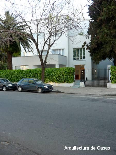 Arquitectura de casas primera casa moderna argentina for Casa moderna argentina