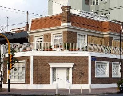 Francés moderno casa en esquina