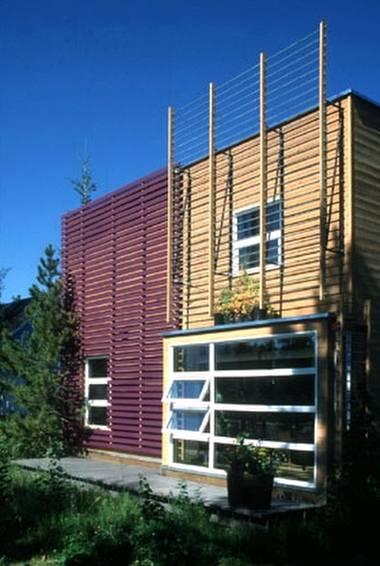 Foto de una residencia en Canadá con forma de cubo, de madera, estructura reciclada