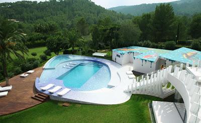 Casa contemporánea de diseño avanzado vista aérea en Mallorca