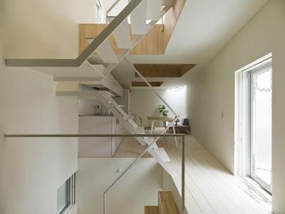 Arquitectura de casas original casa japonesa en esquina - Escalera japonesa ...