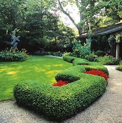 Marcos verdes en el jardín