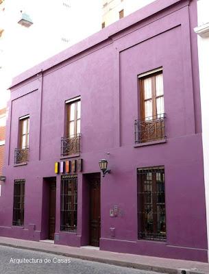Fachada color púrpura