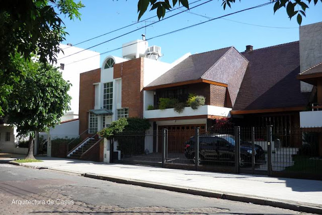 Frentes de casas modernas y contemporáneas de barrio
