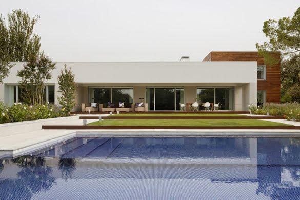 Arquitectura de casas casa moderna con galer a de arte en for Casa moderna con piscina