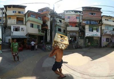 Favela pintada en Brasil