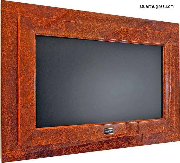 Arquitectura de Casas: Televisor LCD con oro y brillantes