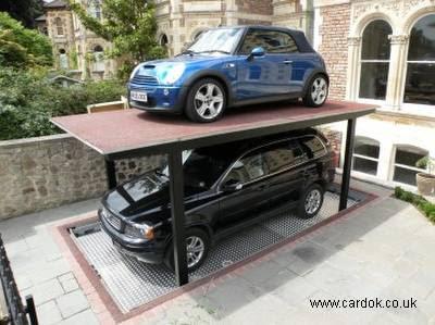Garage con elevador doméstico para automóviles