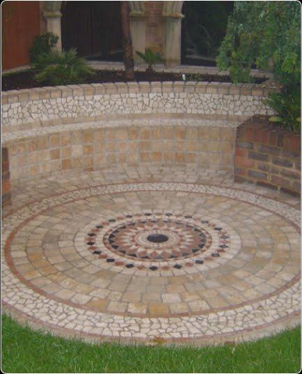 Arquitectura de casas mosaico soler a en patio y jard n for Baldosas para el jardin