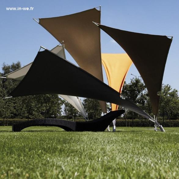Arquitectura de casas parasoles y tumbonas conjuntos for Jardines pequenos triangulares